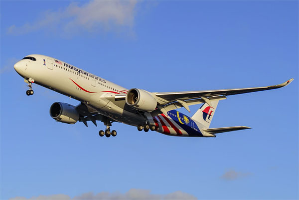 Book Malaysia Airlines and earn up to £100 per booking