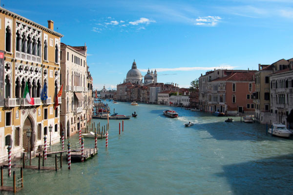 Venice mayor calls for city to be 'blacklisted' by Unesco