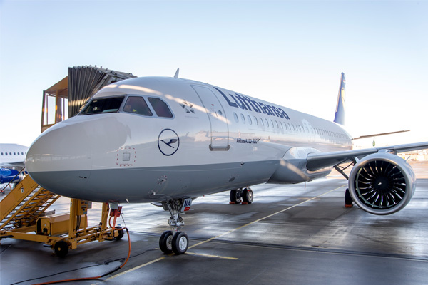 Lufthansa sees quarterly profits fall by 25%
