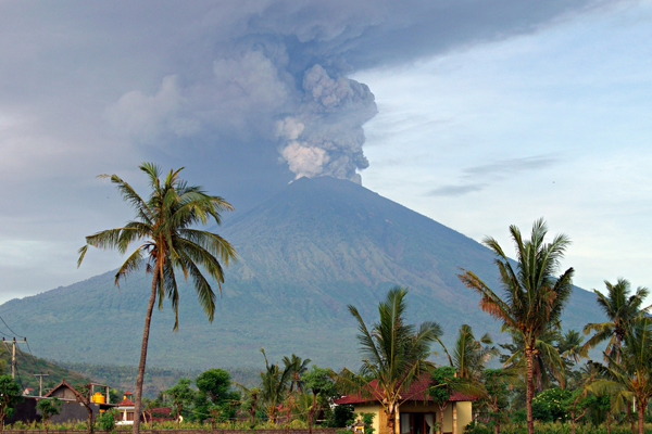 Massive ash cloud as Bali volcano erupts