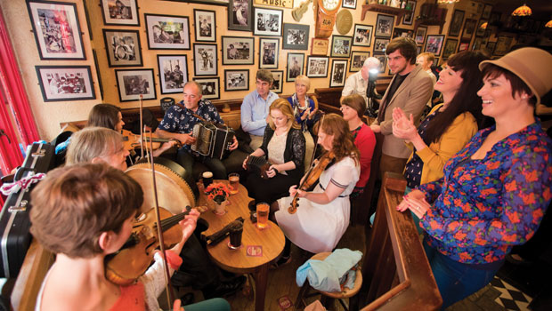 A-session-in-Galway-CIty------Tourism-Ireland
