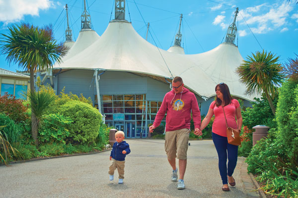 Butlin's, Haven and Warner extend closures