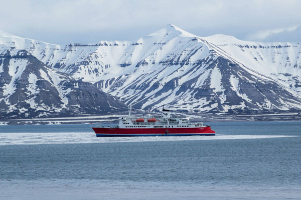 Explore remote Greenland on a cruise from Spitsbergen to Reykjavik