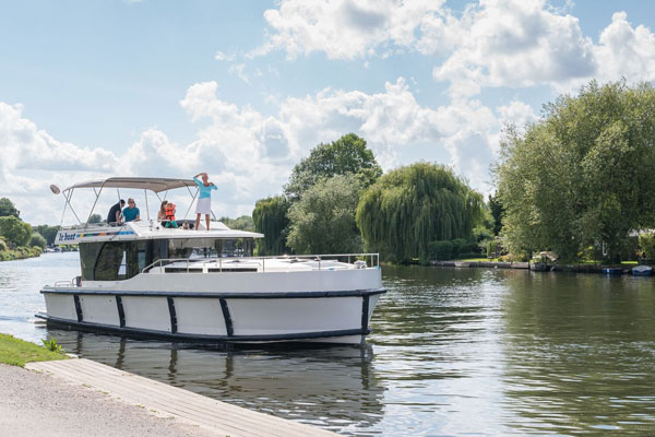 Le Boat hopes to woo agents with domestic boating holidays