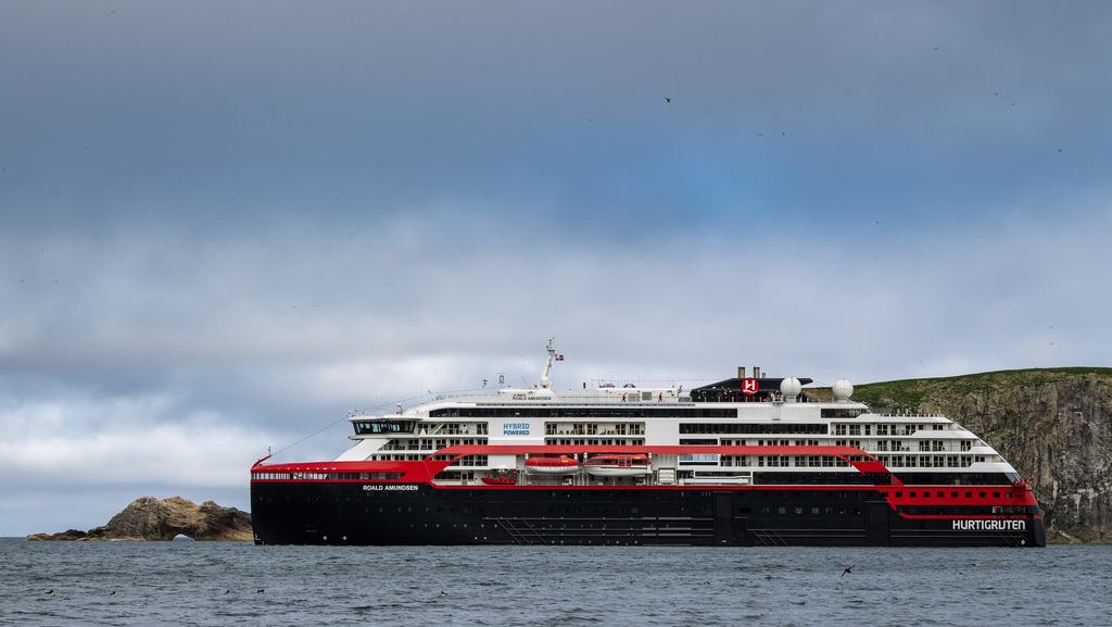 Hurtigruten COO resigns as Covid ship infections pass 60