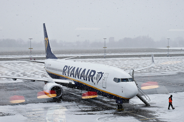 Ryanair warns of Cork and Shannon winter shutdowns