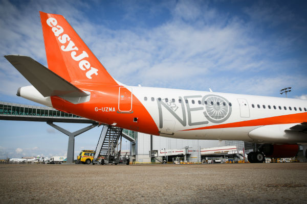 EasyJet finance chief to step down