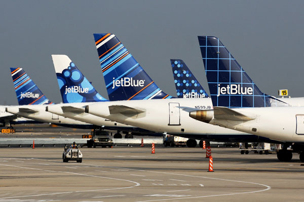 JetBlue 'navigates immediate crisis' despite $690m quarterly loss