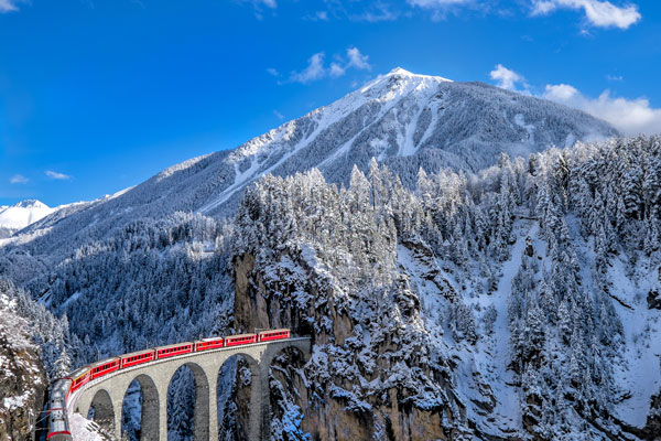 Iconic train journeys around the world