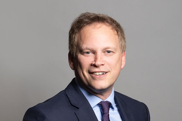 Grant Shapps invited to visit shop to see 'what a travel agent is'