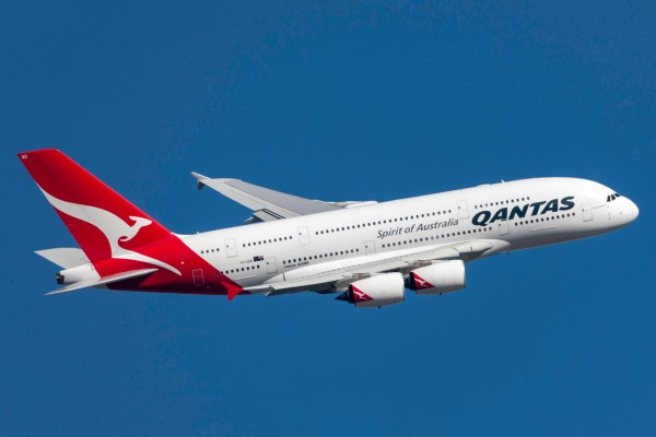Qantas pushes back international resumption to late December